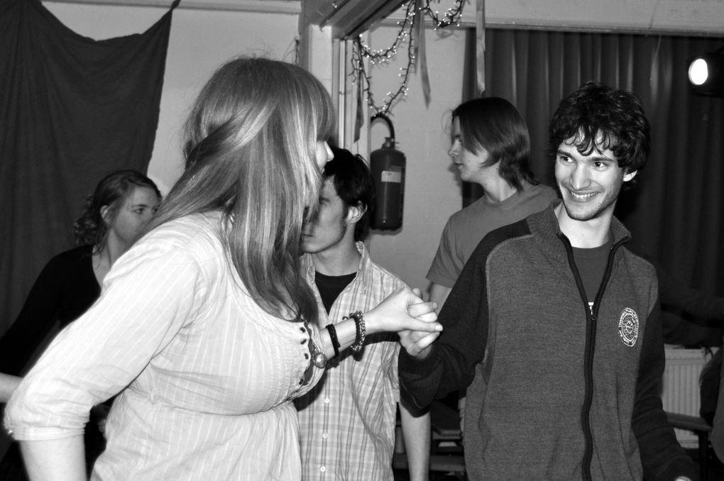 Centre PlacetLouvain-la-NeuveAvec les groupes Waar is Boris ? et Surpluz.Merci à Alice Jones pour avoir pris ces photos pendant que les autres dansaient.