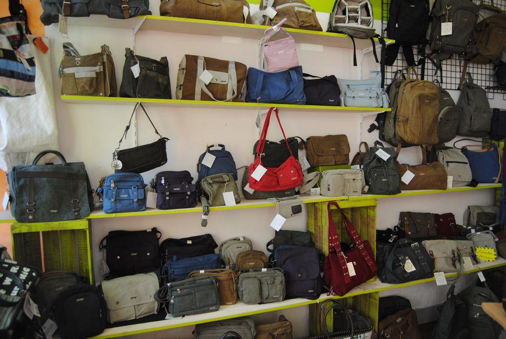 boutique éthique Liberty-bag aux SABLES D Olonne SACS en vitrine et armoire à FOUTAS à commander aussi sur www.liberty-bag.com