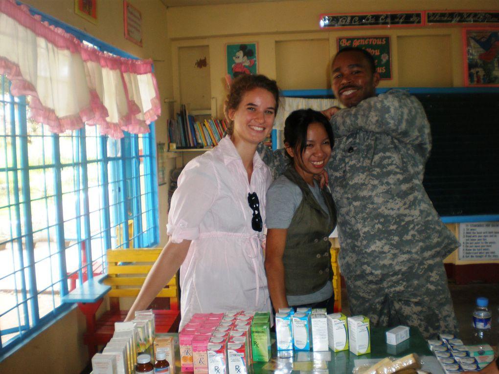 mission medicale avec sheryl escortees par l'armee americaine et philippine. job: pharmacie