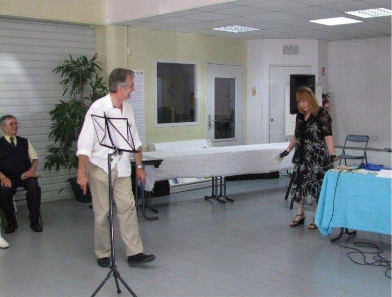 trois fois par an en portes ouvertes et autant en réunions réservés aux adhérents, l'associations se réunie en tour de table ou conférences.