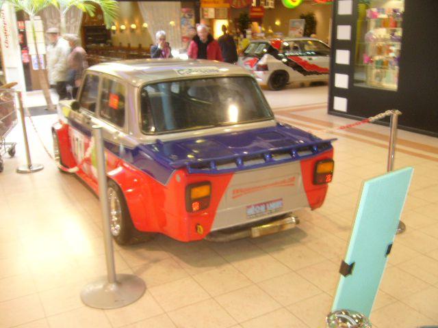 Quelques voitures de rallye et de circuit au centre commercial Géant de Quimper