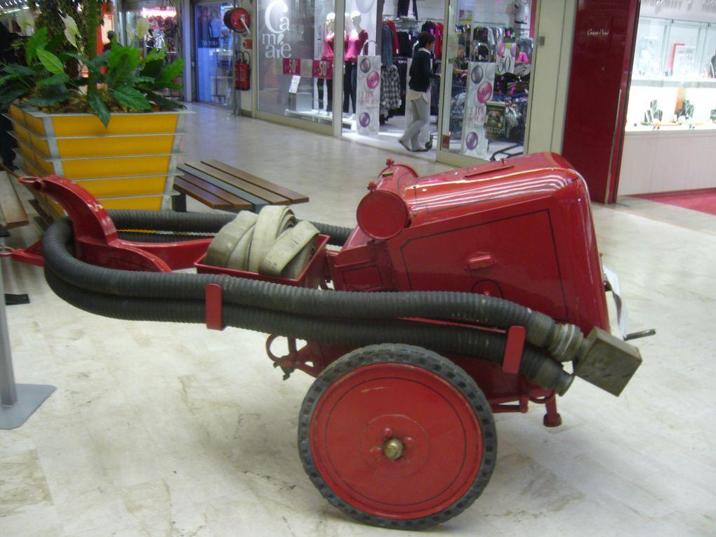 Quelques voitures et pompes anciennes de sapeur pompier c'est vraiment beau n'est ce pas