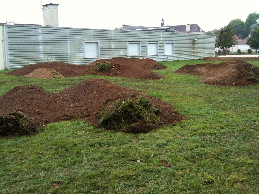 Création d'un Pump Track dans l'enceinte du Lycée Désiré NISARD Octobre 2010