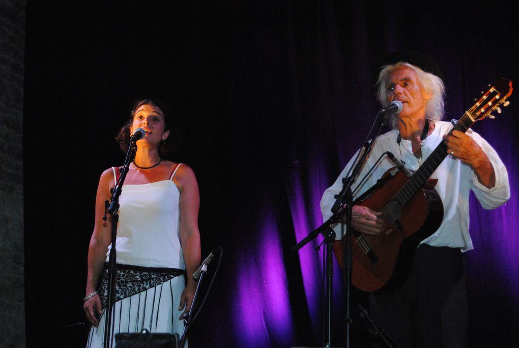 Concert du Cheval Rouge (avec Vania et Stephanie) accompagné de la chorale du Petit cheval lors de l'événement MuZiC à la Motte d'été, le 20 août 2013. Photos : Pierre Ducousso