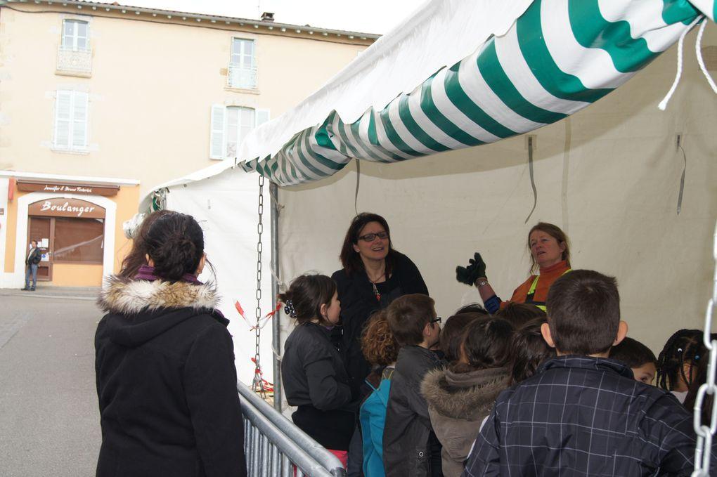 Voici les images de la biennale prises au cours de la semaine du 24 Avril au 1er Mai 2012, et qui retracent l'inauguration, le travail des sculpteurs et  la remise des prix. L'auteur de toutes les photos est Mélanie Lapauw