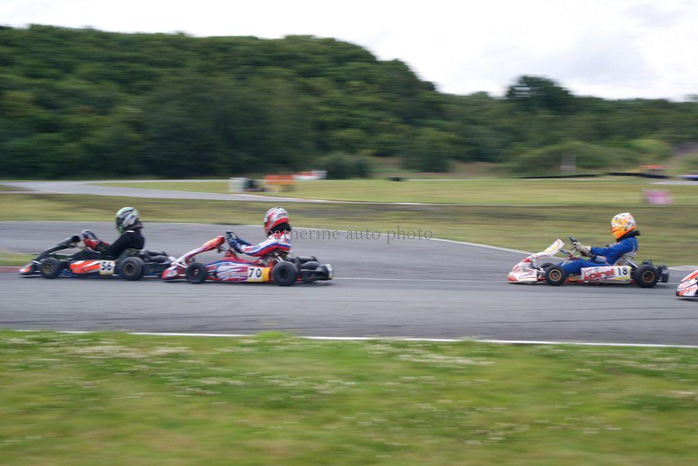 Ce weekend du 14 juillet 2012 à eu lieu la troisième manche du Championnat de France du karting.Discipline ou les petits bolides montent jusqu'à 90km/h. Et tout cela sur le circuit d'Ostricourt