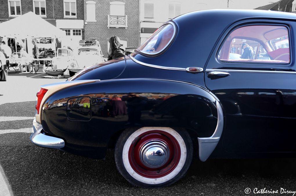 Frégate de 1959 Puissance :80cv SAEà 4000tr/mnRoues arrières motricesTransmission automatiqueSuspension : roues indépendantesFreinage: hydraulique à tambours 6 places Dimensions :4,70 x 7,72 x 1,52 mPerformence : 132Km/h