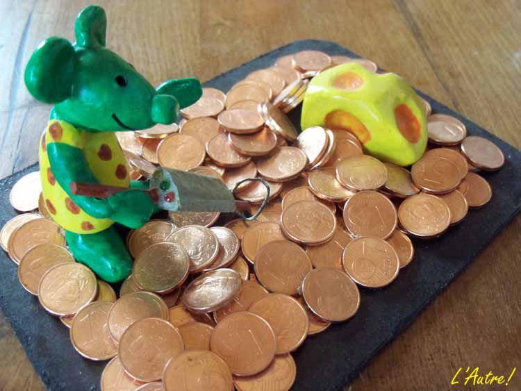 Modèles de souris vertes réalisés en argile.Création L'Autre!