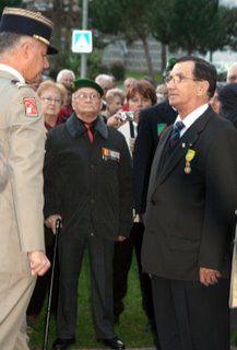 Remise de la Medaille Militaire le 5 decembre 2009 à Mourenx par le sous-préfet militaire Lt-Cel HABONNEAU au Pdt JC SELLES BROTONS