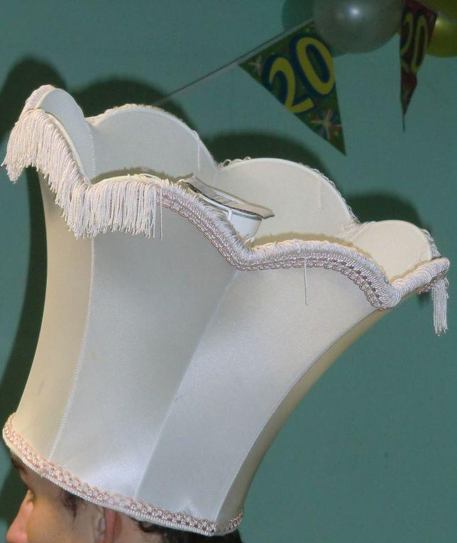 Soirée chapeaux du 23 octobre 2010 pour l'anniversaire des jumeaux d'en face de chez moi, avec élections des 3 plus beaux chapeaux! Une belle idée pour un anniversaire!