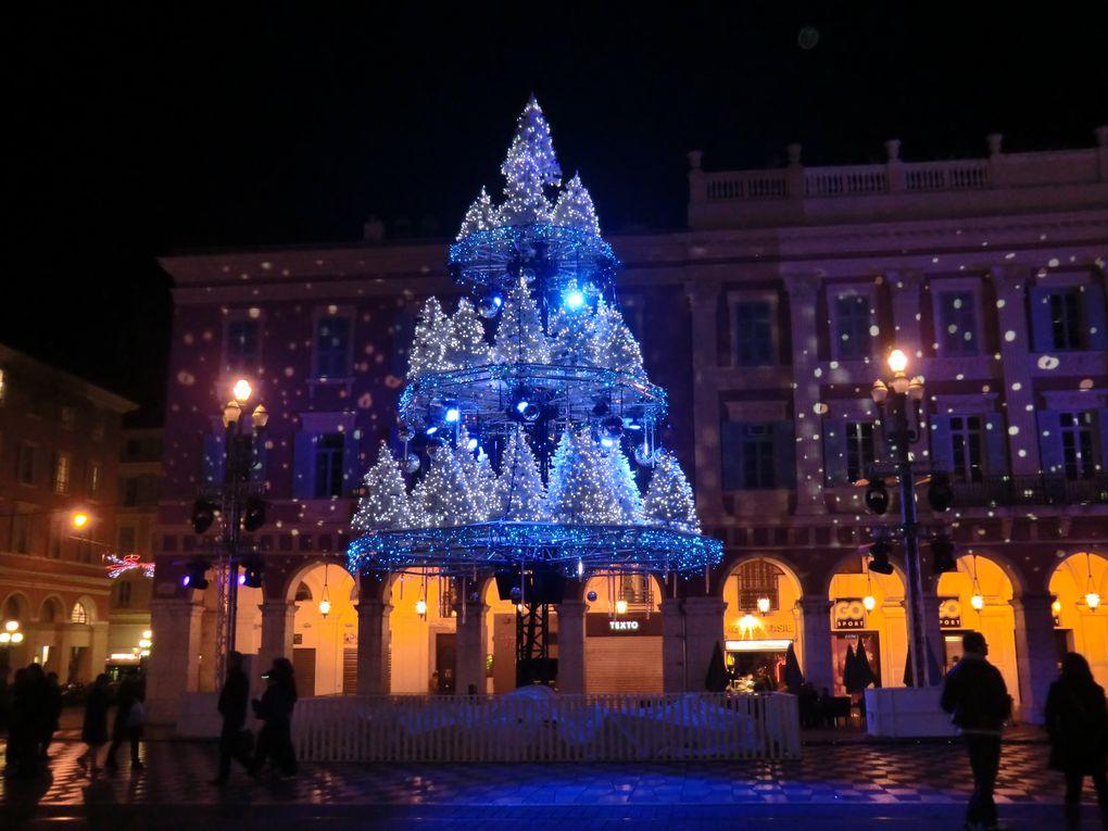 La place Masséna le soir
