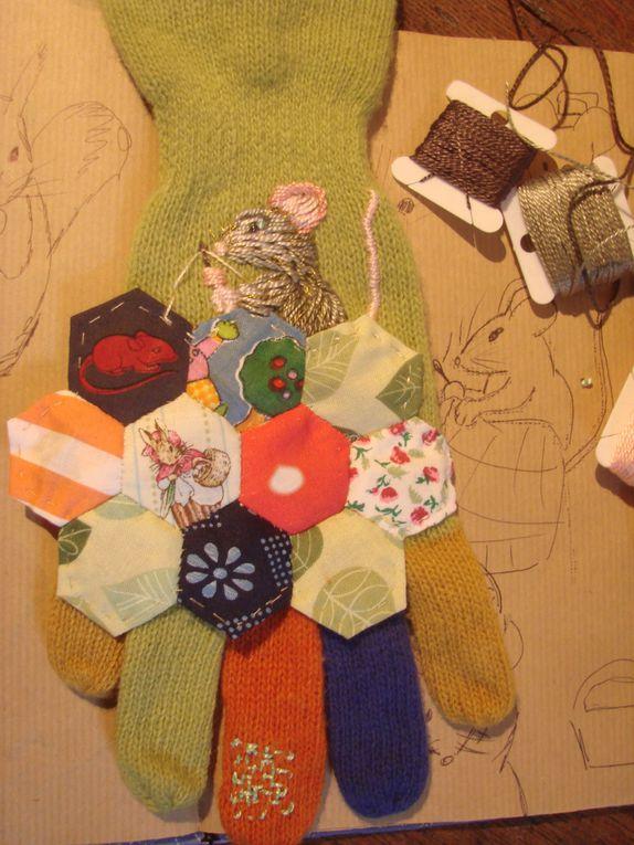 Je collectionne les gants perdus, trouvés dans la rue, une bande de souris magiques est venue s'installer dans la boîte à gants orphelins.