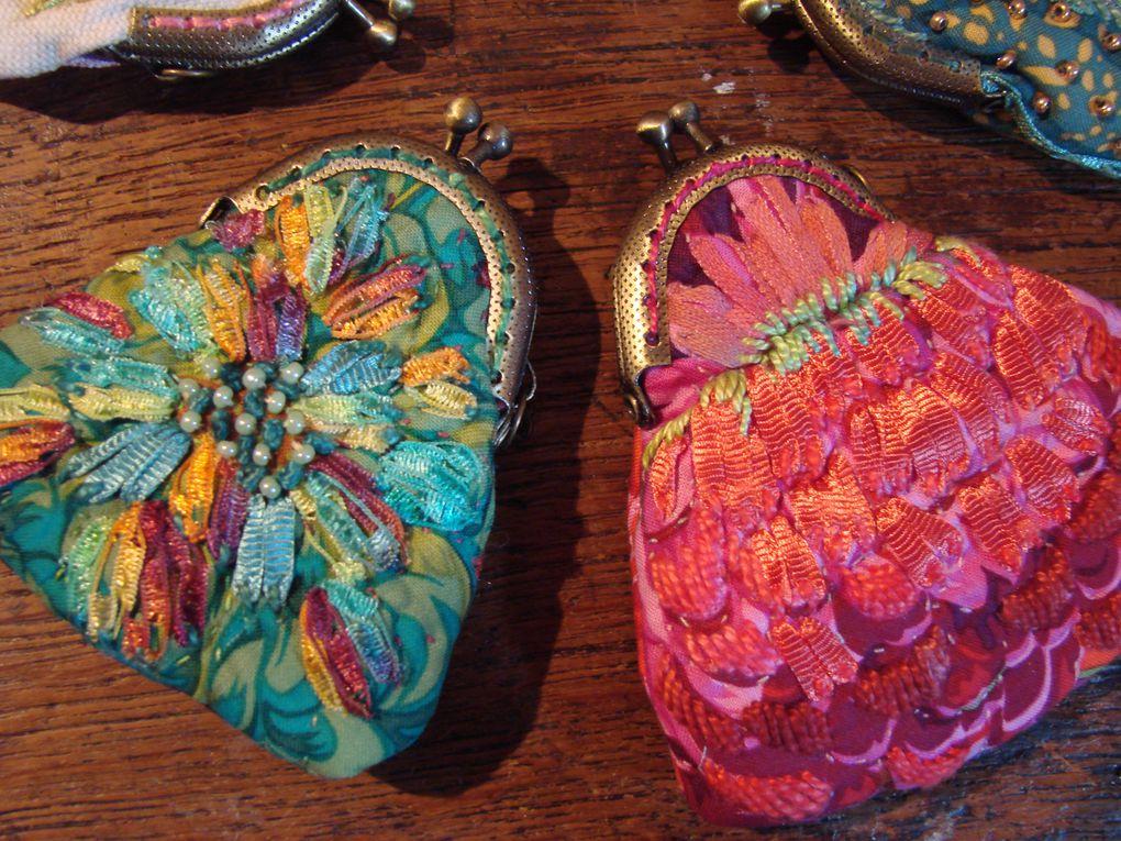 Confection de petits sacs brodés perlés : Les sacs  à secrets !