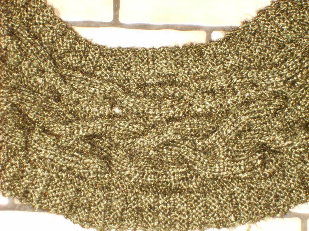 Veste au tricot sans manches avec empiècement dos et torsades