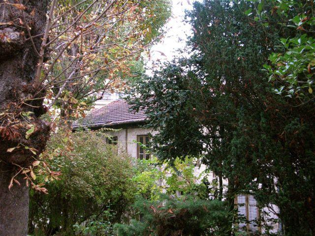 une église, un jardin, les saisons y passent