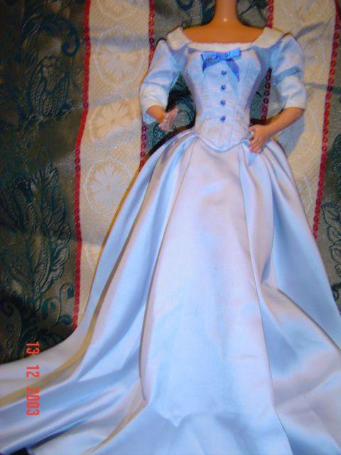 """premières robes du film faites sur une """"barbie supersize""""...je pense continuer sur Tyler..."""