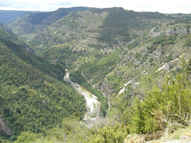 Une partie des images ramenées de notre plus long et plus beau périple de 2009, effectué avec Fred, dans tout le sud du massif central.