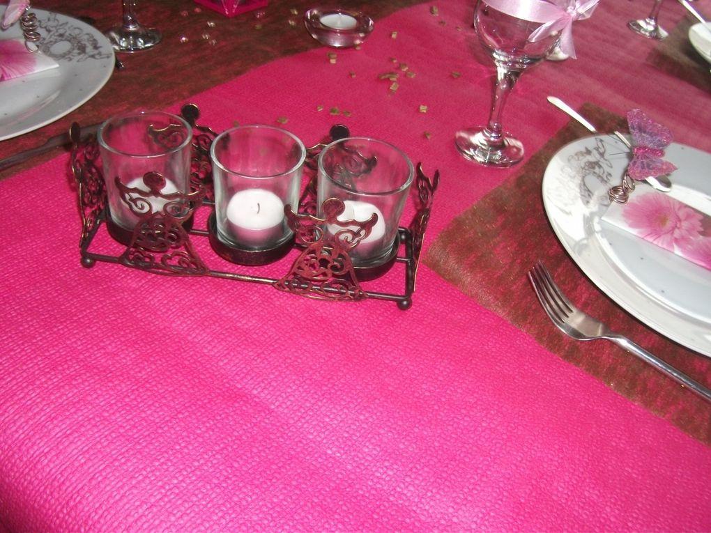 table délicatement décorée pour  nos jeunes mariés venus dîner à la maison un samedi soir