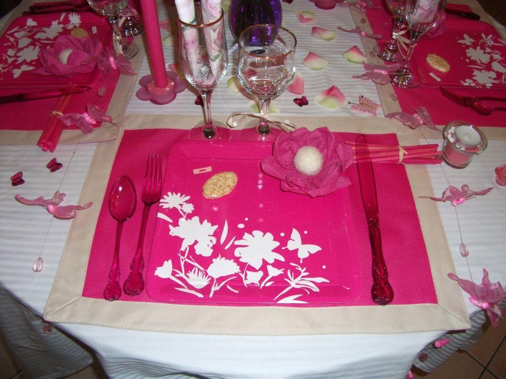 la douceur du blanc rehaussé d'un rose éclatant ,les papillons que j'adore ont trouvé leur place sur cette table...