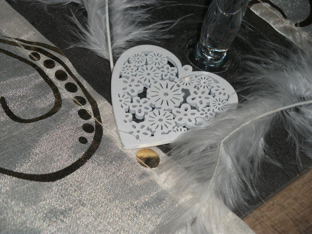 des plumes et paillettes arrosées d'une douceur d'orchidée et fraichement décorée...