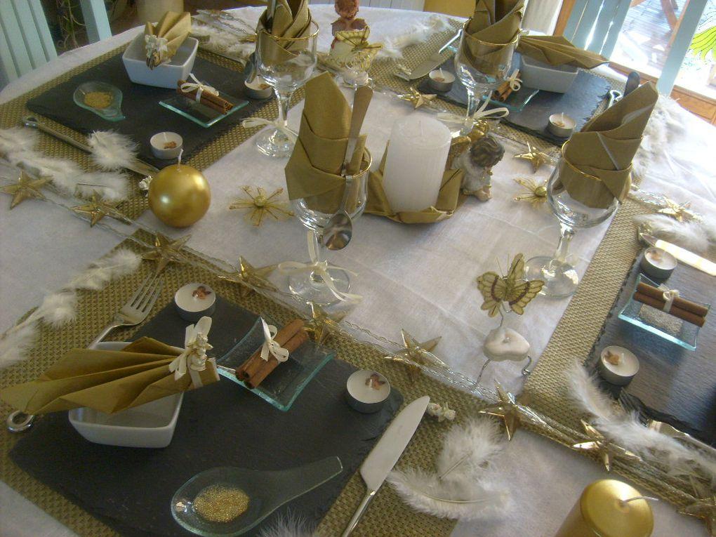 table pour le défi de DOMINGA , couleurs blanches et doré pour une belle nuit étoilée...