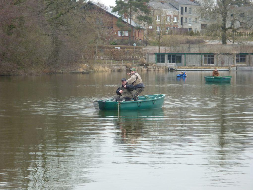 Première sortie du club pour la saison 2010 , 19 pêcheurs encore un record pour une sortie en lac.