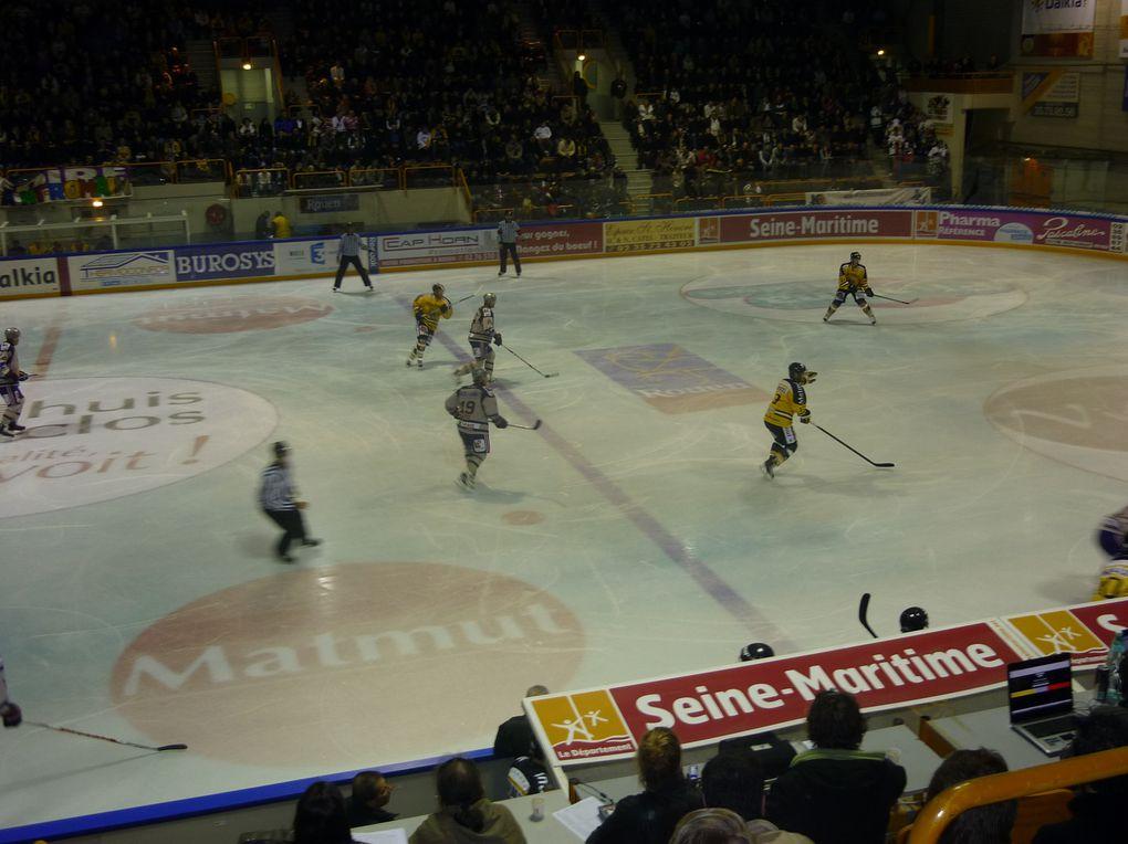Match de Hockey du 23 octobre 2010 entre les dragons de Rouen et l'équipe de Grenoble.Résultat: 8-1 ,Rouen vainqueur.