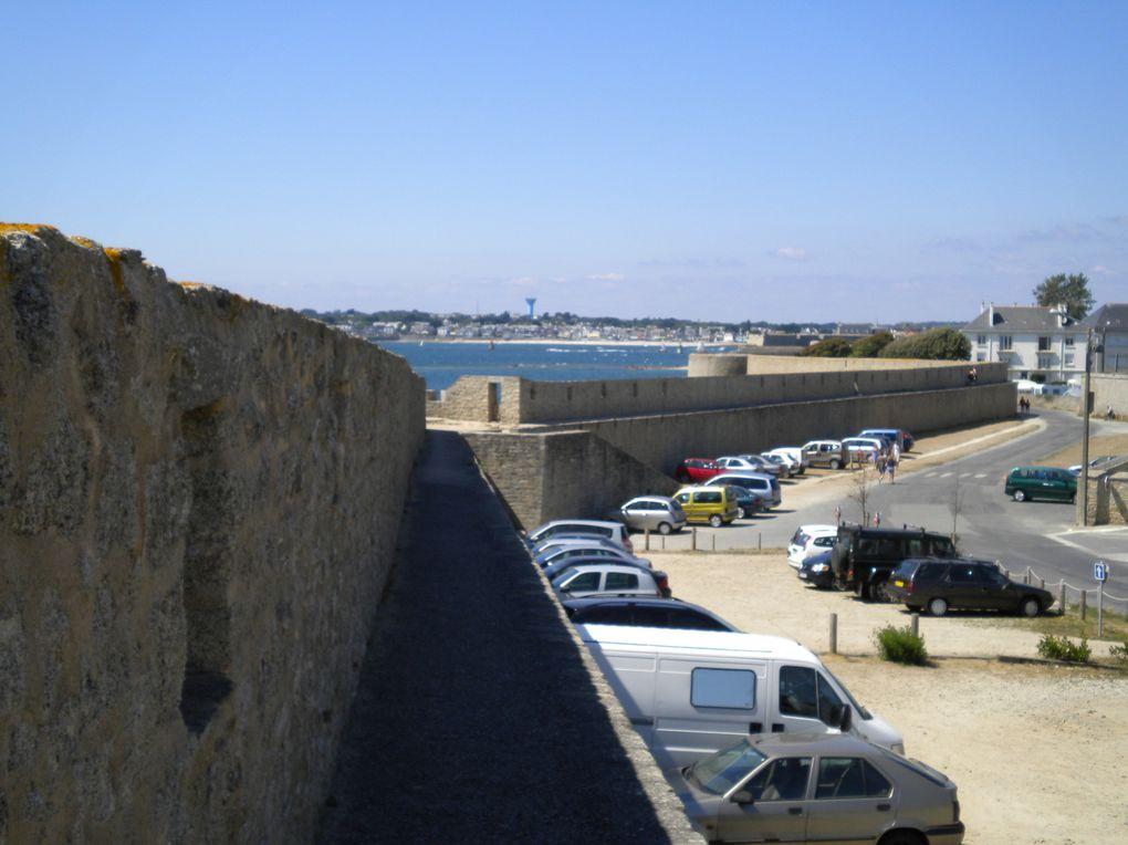 Vues des remparts de port louis dans le Morbihan (56000), par une journée de soleil,nombreuses cette année en Bretagne.