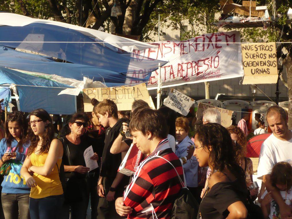 Photos des campements sur les Plaças Catalunya de Barcelona (BCN) et de Girona.Les 27 et 28 maiPhotos RN.