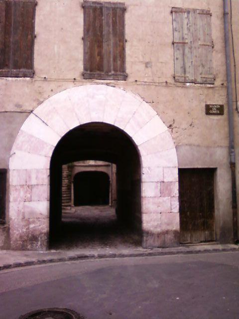 A l'occasion de la lecture de La Vénus d'Ille de Mérimée, le groupe continu de la 4ième2 a suivi le parcours de Mérimée et a eu droit à la visite de l'église (Art Roman et Art Baroque).
