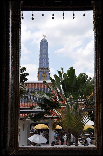 Balade dans la capitale thaïlandaise. De palais en temple, du parc de Lumphini à Khao San, Bangkok entre tradition et modernité ...