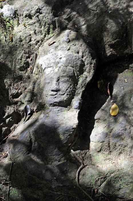 un des plus extraordinaires sites Angkoriens éloignés d'Angkor&#x3B; une rivière sacrée au lit de rochers sculptés dans la plus pure tradition shivaïste et des éclairages on ne peut plus étonnants ...