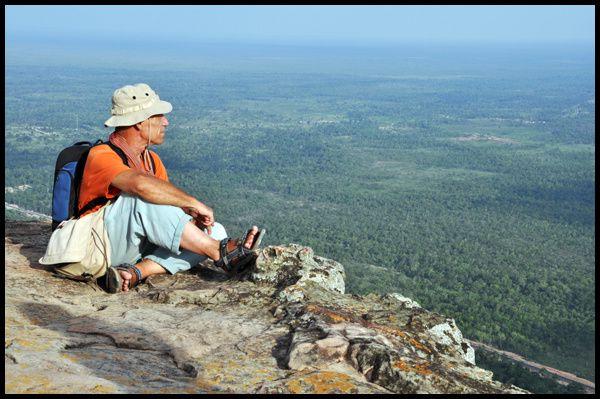 Le Prasat Phrea Vihear est un objet de litige territorial entre le Cambodge et la Thaïlande depuis des générations ... exceptionnellement situé en haut d'une falaise de 750 m, c'est certainement un des plus intéressants temples angkoriens sur to