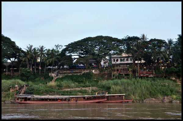 De Luang Prabang jusqu'au cénotaphe d'Henri Mouhot au village de Ban Moun Savath, dernier hommage au voyageur
