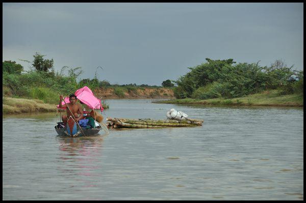 Mouhot avait traversé le Tonlé Sap pour arriver d'abord à Battambang puis rallier ensuite Angkor... Par commodité j'ai choisi d'arriver d'abord à Siem Reap.
