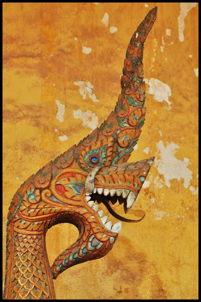le voyage dans les pas d'Henri Mouhot finissait à Luang Prabang. Le mien devait continuer par Vientiane pour rallier Bangkok...
