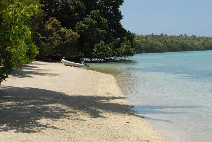 un atoll inhabite a  quelques miles de Ponape , en compagnie d'amis australiens