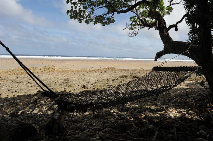 Que des atolls , Majuro tres urbanise,les gros thoniers senneurs , Jaluit , les outriggers canoes  , les restes de la guerre du Pacifique ...