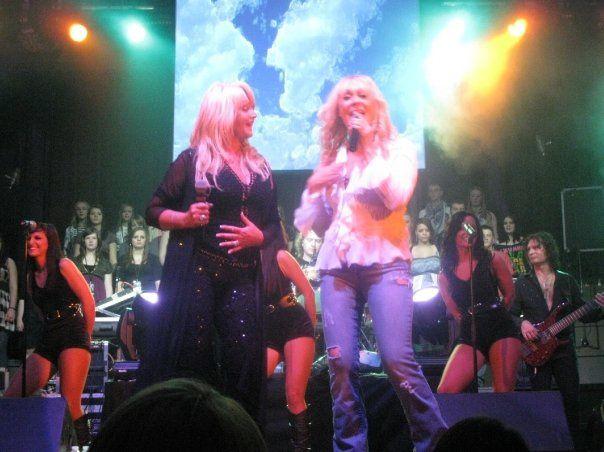 Bonnie Tyler and Mrs Loud : Lorraine Crosby her friend :) !!
