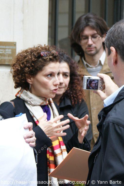 Ce rassemblement du 10 mai 2010 devant l'ambassade d'Algérie avait pour but de réclamer une réaction des autorités algériennes. Logique avec elle-même, puisqu'elle nie les faits, l'ambassade refusera de recevoir la délégation.