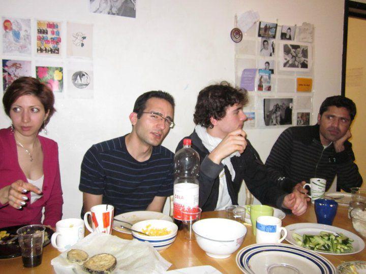 Jeudi 4 nov, Ryu et Chiyoko nous ont préparé un délicieux repas japonais avec Tampura, Sushi et soupe Miso. MIAM!!