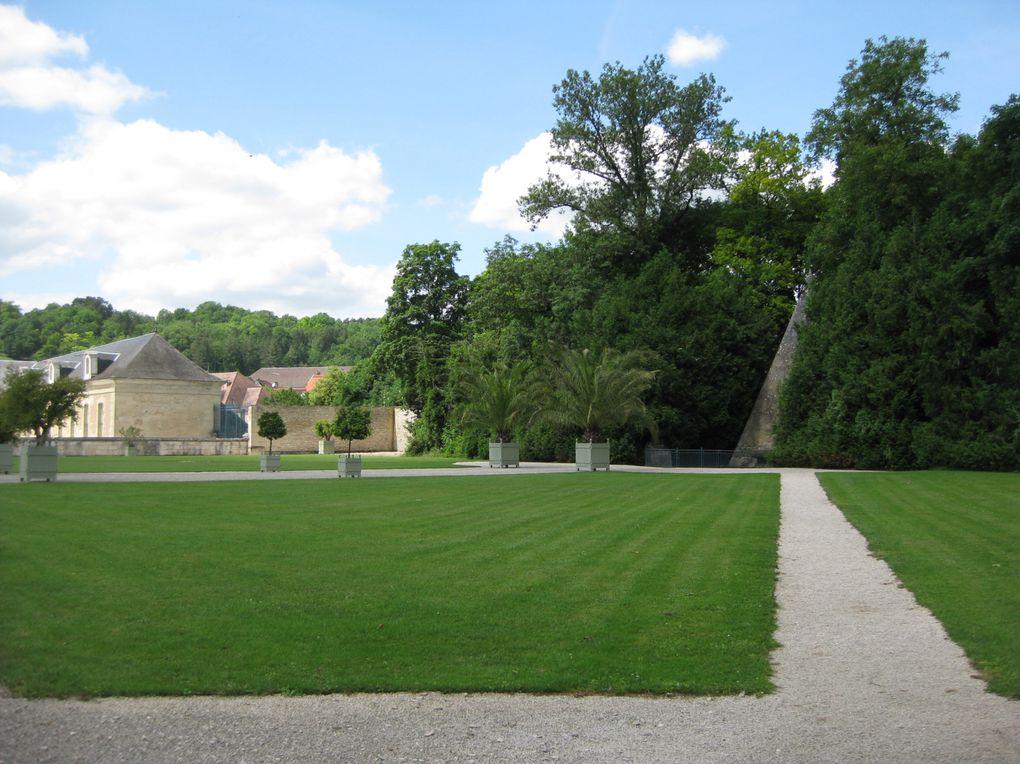 Un dimanche en famille sous le soleil.Une visite au château de Ancy-Le-Franc dans l'Yonne en terre de Bourgogne
