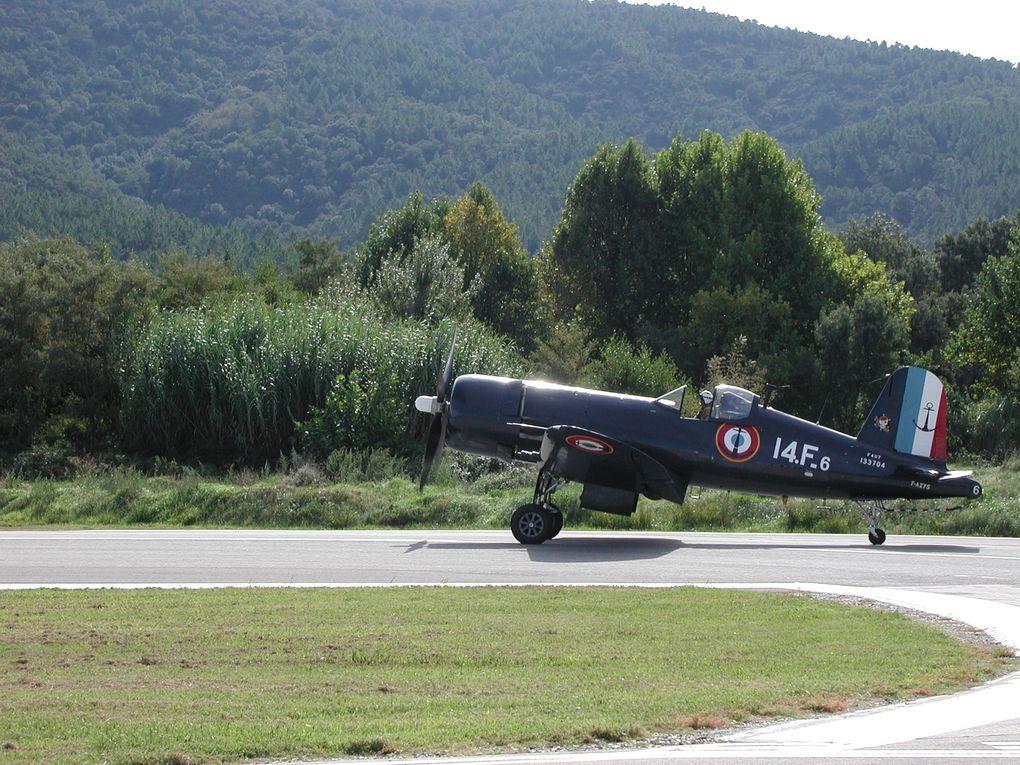 Premier grand meeting sur le tarmac de La Mole accueillant vieux aéronefs et avions modernes.