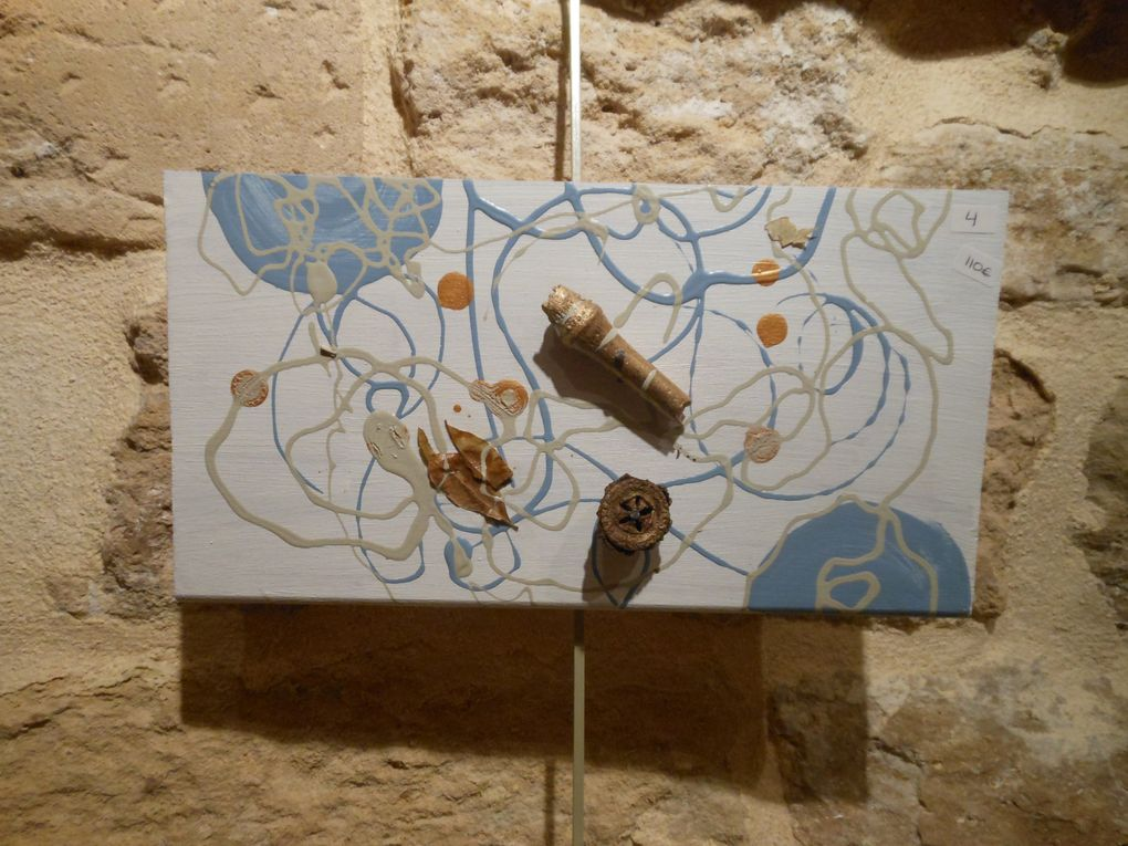 Quelques photos de l'expo à l'Inti en Mai 2012&#x3B; travail sur Carton en rouge et orArt instictTelle que je suis...