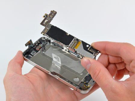 S'il vous prend l'envie de démonter votre iphone 4...Soit dit en passant, ça paraît aisé de changer soit même la batterie.
