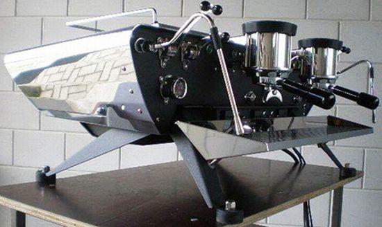 Splendides machines à caféaméricaines dans un stylerétro futuriste.