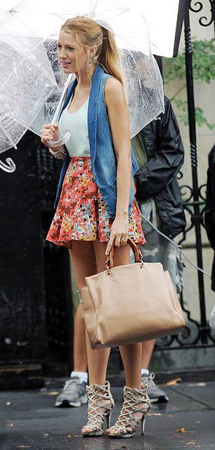 Styles, looks inspirés de la jeunesse dorée de l'Upper East Side.Références au styliste de la série: Eric Daman.