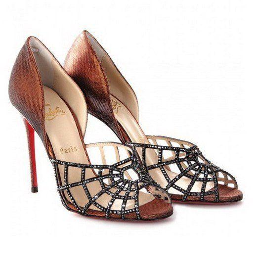"""Les chaussures de la mort qui tue!Si """"en Devernois, je suis moi"""", en Louboutin, je suis trop bien !Christian Louboutin l'homme à la semelle rouge."""