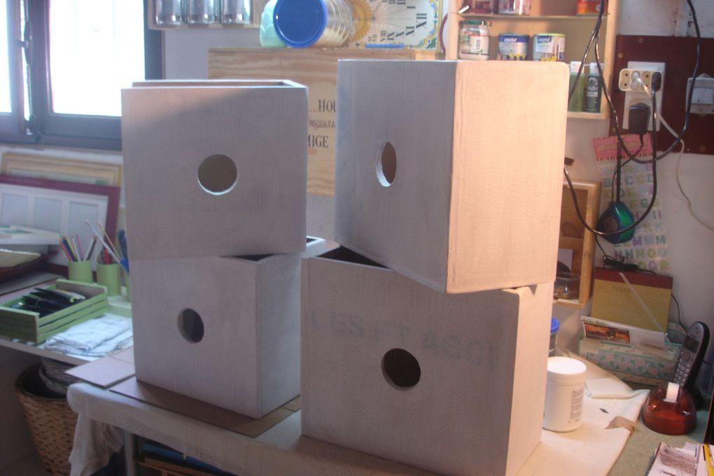 Lot de 4 boîtes sur mesure décorées de magazine et vernit