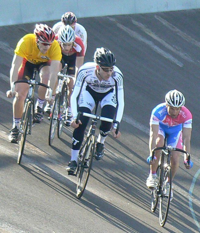 Course sur piste à Cleden Poher accompagné par les club de Tregeux et de langueux